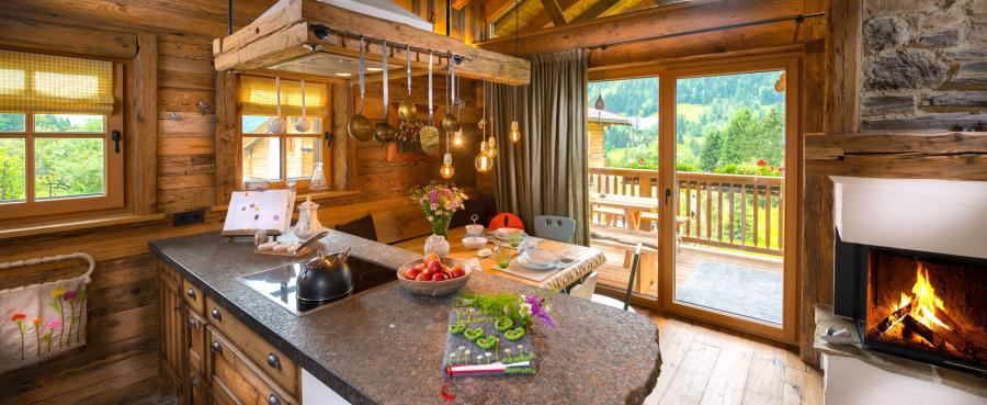 Wiesenblume, Luxus Chalets Österreich, Kuschelhütten PRONEBEN GUT