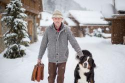Opa Hans mit Hofhund Benno