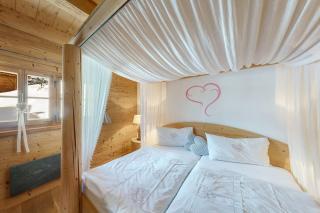 Proneben Gut Kuschelhütte 4 Herzen Schlafzimmer