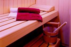 Sauna mit Infrarot und Lichtteraphie im Bad