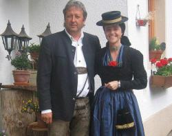 Jakob und Andrea in Tracht
