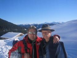 Jakob und Opa Hans bei einer Schneeschuhwanderung