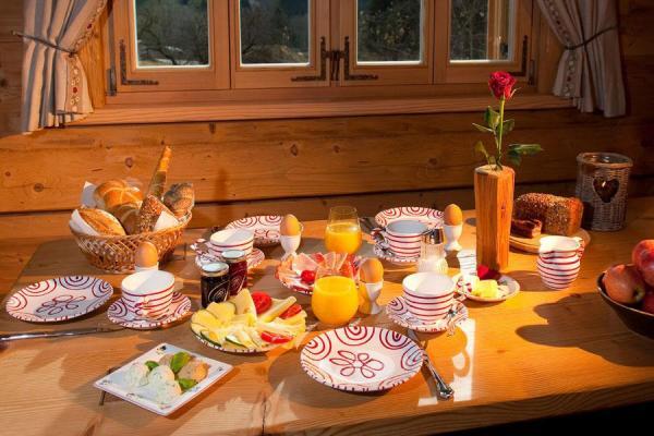 Unser beliebtes Frühstück mit selbstgemachten Produkte von unserem Bauernhof
