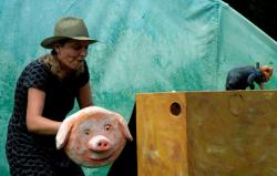 Josefine Merkatz bei einer Kinderaufführung in Proneben Gut