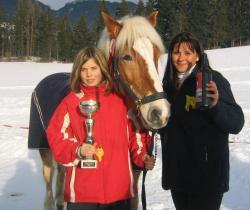 1.Platz beim Pferde - Rennen! Stefanie und Claudia mit unserem Haflinger Billy