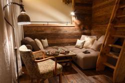 Kuschelecke mit Sessel und Leselampe | Luxus Chalet Oma Gretl