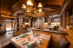 Esstisch u. Küche, Zirberl, Kuschelhütte 5 Herzen, Proneben Gut